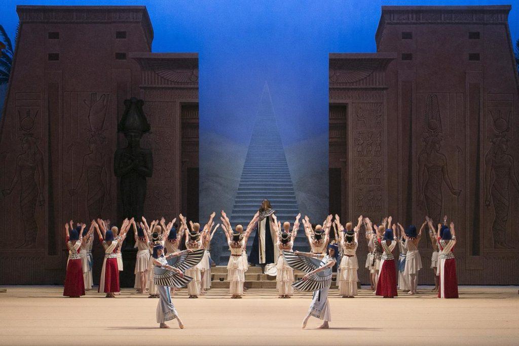 "13. A. Fadeyechev and ensemble, ""La Fille du Pharaon"" by P. Lacotte, Bolshoi Ballet 2019 © Bolshoi Ballet / D. Yusupov"