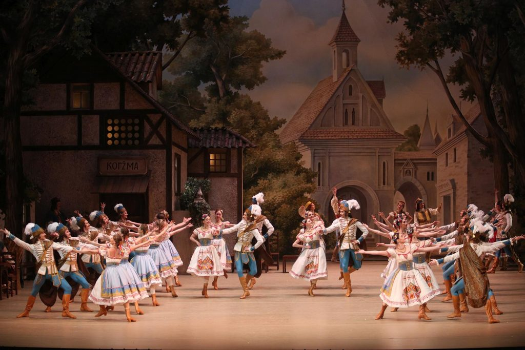 "2. Czardas, ""Coppélia"" by M. Petipa and E. Cecchetti, revival and new choreographic version by S. Vikharev, Bolshoi Ballet 2019 © Bolshoi Ballet / E. Fetisova"