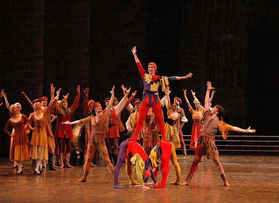 "3. Ensemble, ""La Esmeralda"" by V. Burmeister, Stanislavsky and Nemirovich-Danchenko Moscow Music Theatre 2019 © V. Lapin"