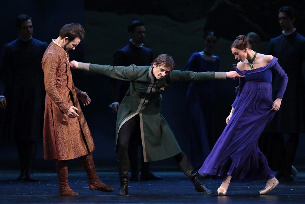 "2. E. Svolkin, D. Savin, and O. Smirnova, ""The Winter's Tale"" by C. Wheeldon, Bolshoi Ballet 2019 © Bolshoi Ballet / D. Yusupov"