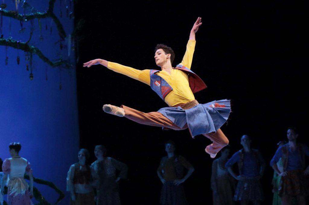 """14. D. Motta Soares, """"The Winter's Tale"""" by C. Wheeldon, Bolshoi Ballet 2019 © Bolshoi Ballet / D. Yusupov"""