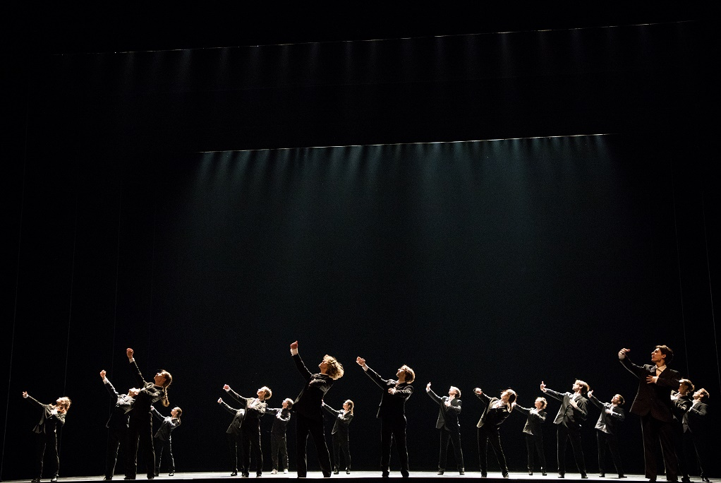 "7. Ensemble, ""Minus 16"" by O. Naharin, Stanislavsky and Nemirovich-Danchenko Moscow Music Theatre 2019 © K. Zhitkova"