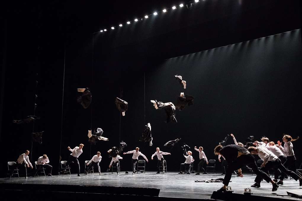 "9. Ensemble, ""Minus 16"" by O. Naharin, Stanislavsky and Nemirovich-Danchenko Moscow Music Theatre 2019 © K. Zhitkova"