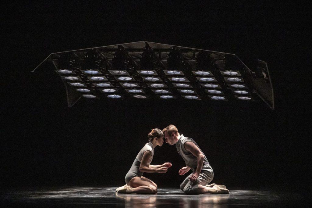 "8) A.Fujii and J.Doník, ""Dos Soles Solos"" by A.Cerrudo, Czech National Ballet 2021 © M.Divíšek"