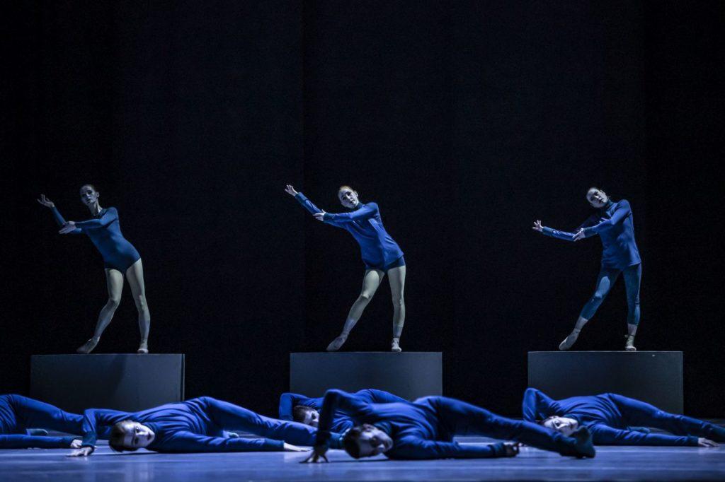 """2) Z.Časarová, N.Warzabluk, and M.Matějková, """"Puppet"""" by D.Lee, Czech National Ballet 2021 © M.Divíšek"""
