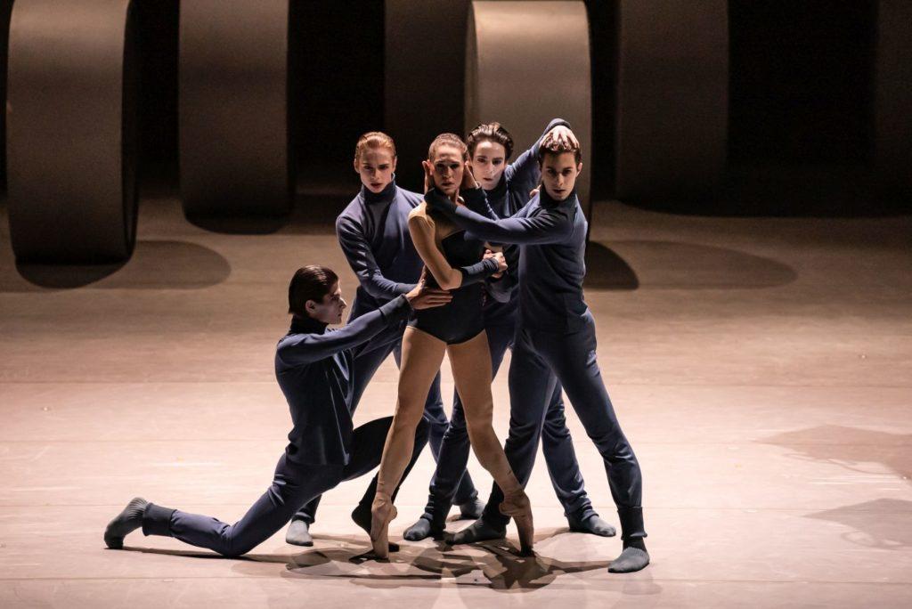 "4) P.Irmatov, B.Schwerzmann, N.Márová, R.Cuadrado, and D.Lo Monaco, ""Puppet"" by D.Lee, Czech National Ballet 2021 © S.Gherciu"