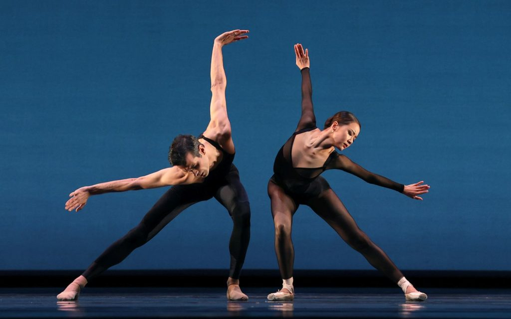 "7. V.Mazzeo and Y.Zhang, ""Replay"" by T.Brandsen, Dutch National Ballet 2021 © H.Gerritsen"