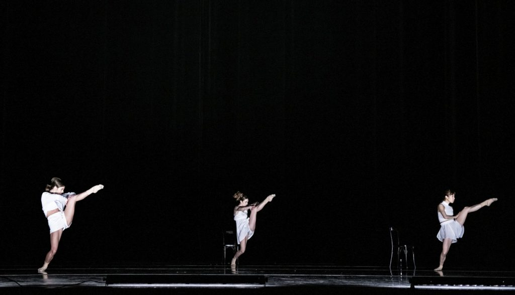 """8. O.García, S.Vervaecke, and C.Ide, """"Day 100"""" by O.Alonso, Ballet of the State Theater Nuremberg 2021 © B.Stöß"""