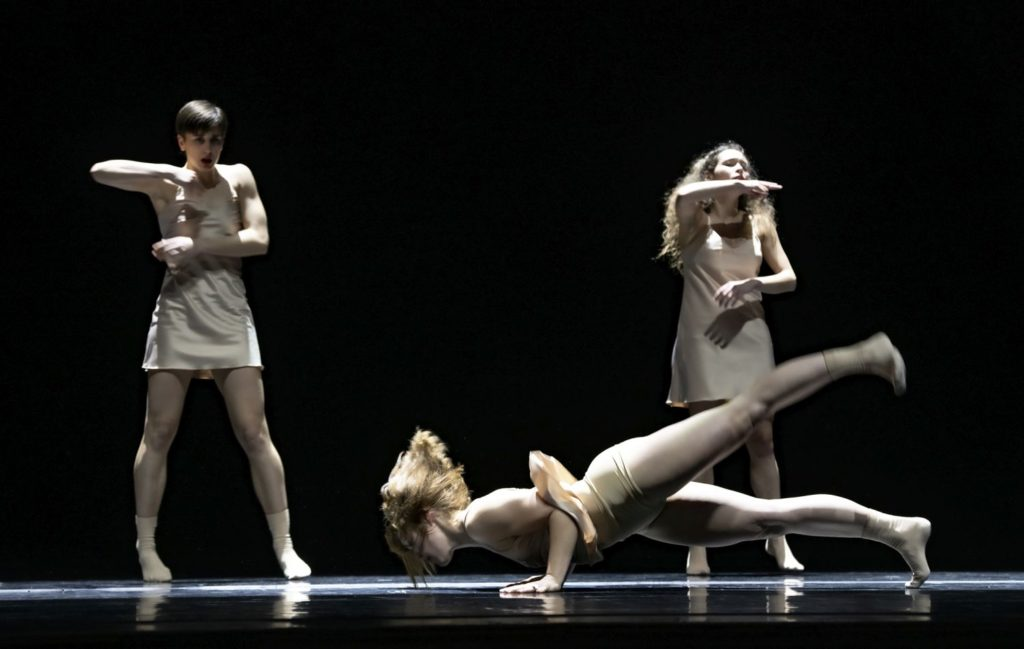 "7. S.Tozzi, Y.Jeong, and A.Tavares, ""Maria"" by E.Nunes, Ballet of the State Theater Nuremberg 2021 © B.Stöß"