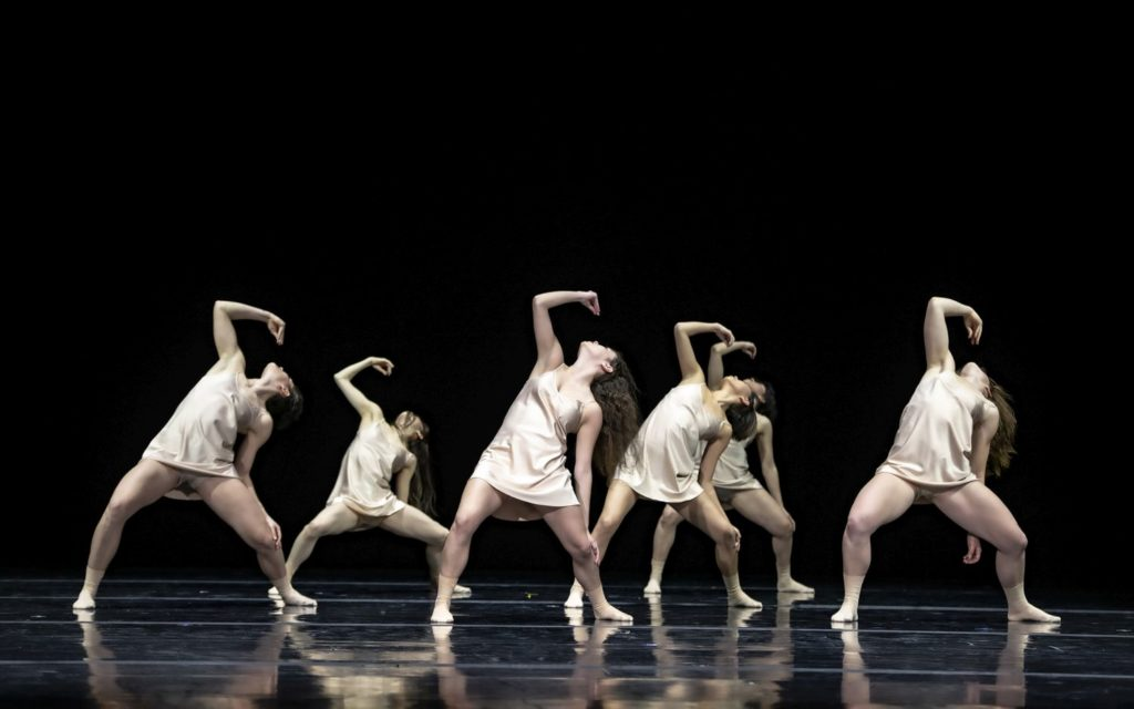 "6. Y.Jeong, C.Ide, S.Tozzi, A.Tavares, K.Mesquita, and K.Gee, ""Maria"" by E.Nunes, Ballet of the State Theater Nuremberg 2021 © B.Stöß"
