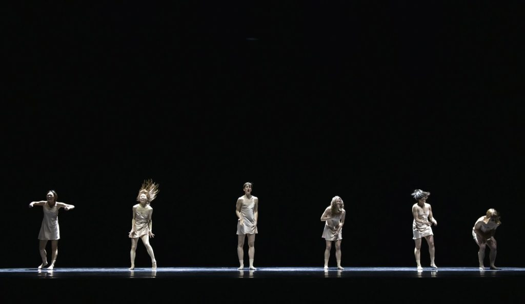 "5. Y.Jeong, C.Ide, S.Tozzi, A.Tavares, K.Mesquita, and K.Gee, ""Maria"" by E.Nunes, Ballet of the State Theater Nuremberg 2021 © B.Stöß"