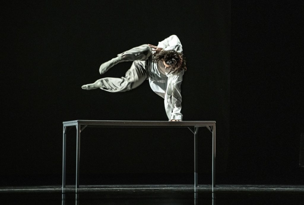 "2. N.Alcázar, ""The Path"" by C.Ide, Ballet of the State Theater Nuremberg 2021 © B.Stöß"