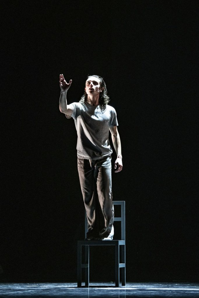 "3. N.Alcázar, ""The Path"" by C.Ide, Ballet of the State Theater Nuremberg 2021 © B.Stöß"