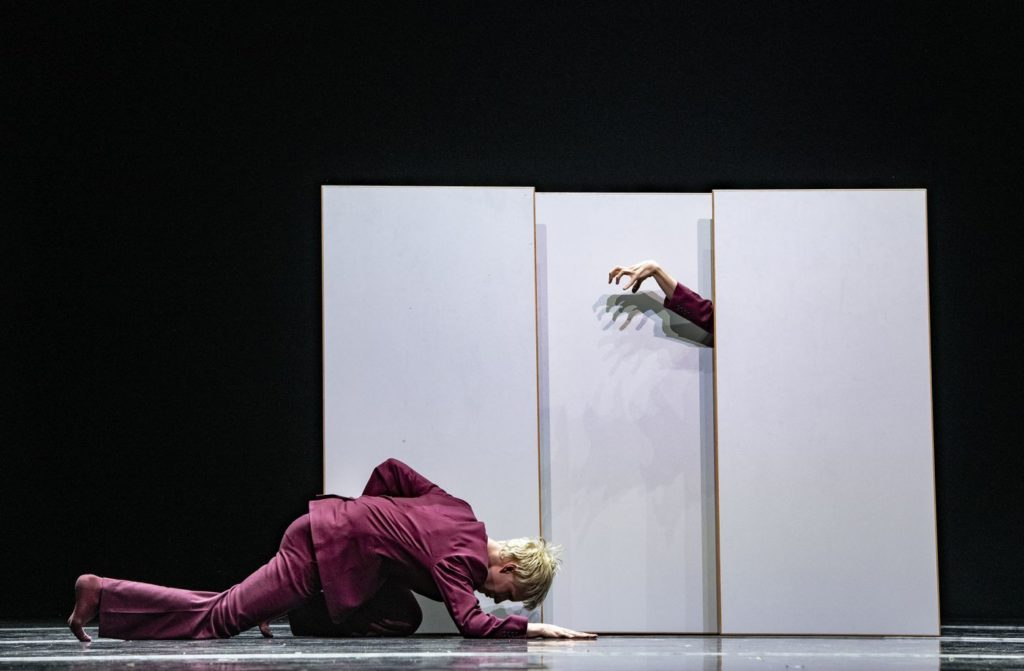 """10. V.Ketelslegers, """"You know, it's like..."""" by M.García, V.Ketelslegers, and A.Tavares; Ballet of the State Theater Nuremberg 2021 © B.Stöß"""