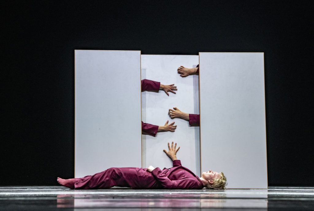 """14. V.Ketelslegers, """"You know, it's like..."""" by M.García, V.Ketelslegers, and A.Tavares; Ballet of the State Theater Nuremberg 2021 © B.Stöß"""