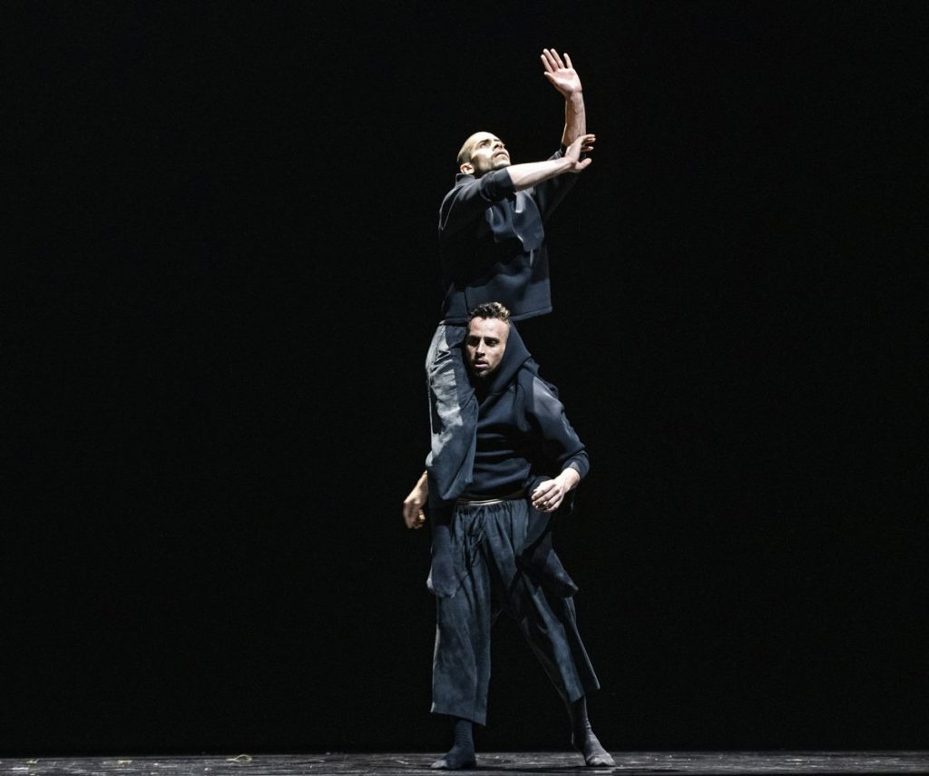 """2. E.Nunes and L.Axel, """"Indoor"""" by L.Axel, Ballet of the State Theater Nuremberg 2021 © B.Stöß"""