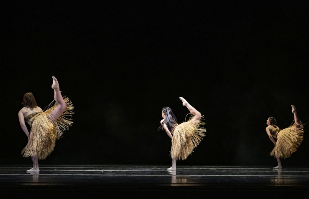 "4. K.Gee, N.Sasaki, and K.Mesquita, ""Matumaini"" by S.-L.Chapman, Ballet of the State Theater Nuremberg 2021 © B.Stöß"