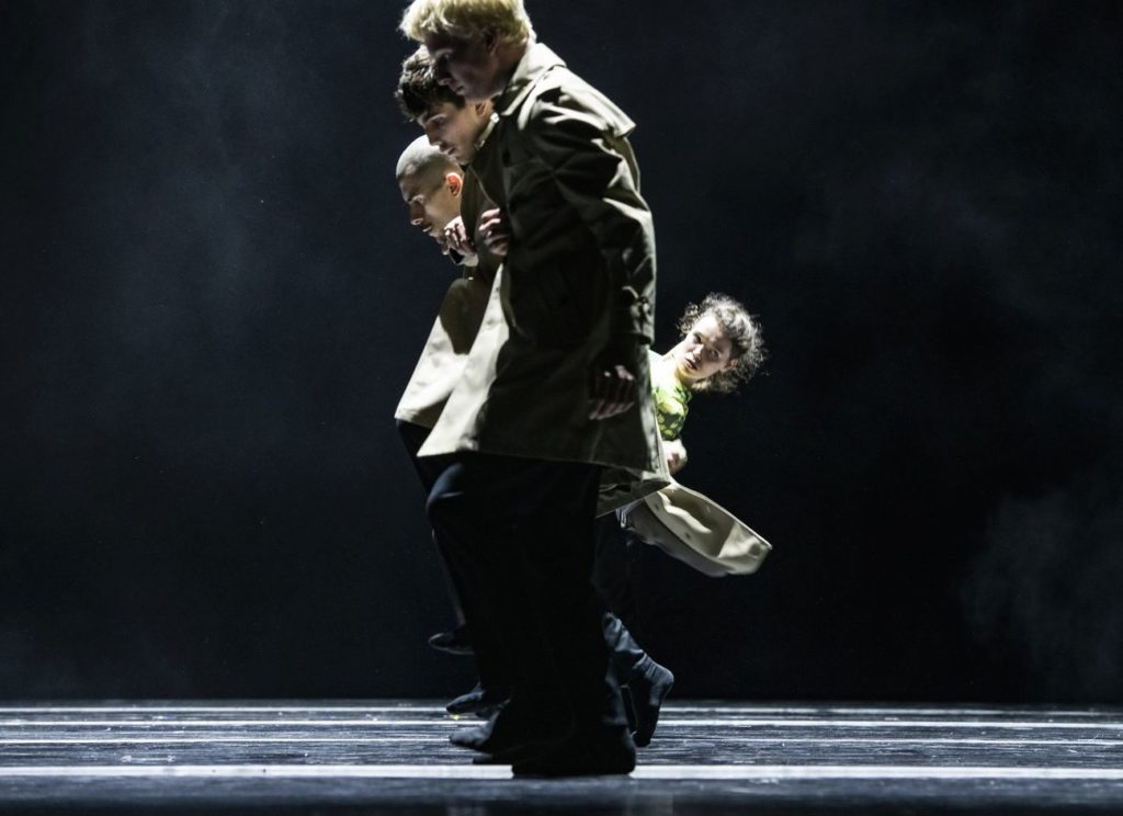 """12. A.Tavares and ensemble, """"Peculiar Mortals"""" by S.Vervaecke, Ballet of the State Theater Nuremberg 2021 © B.Stöß"""