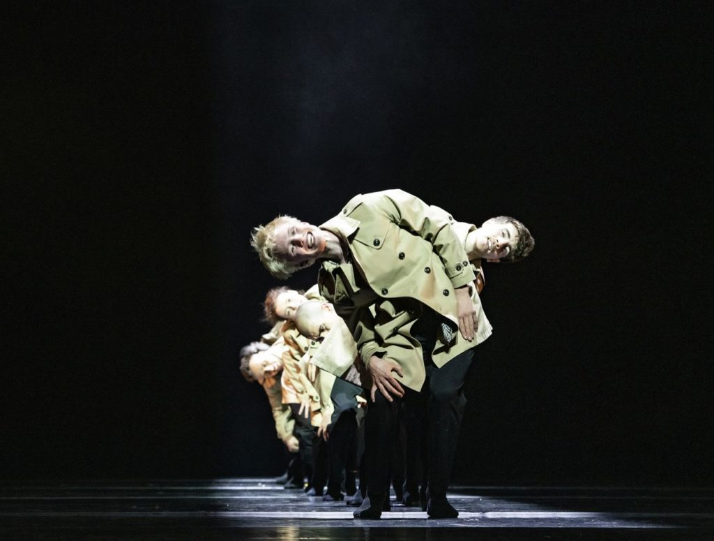 """11. V.Ketelslegers and ensemble, """"Peculiar Mortals"""" by S.Vervaecke, Ballet of the State Theater Nuremberg 2021 © B.Stöß"""