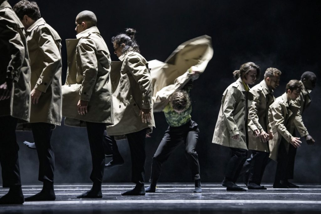 """13. A.Tavares and ensemble, """"Peculiar Mortals"""" by S.Vervaecke, Ballet of the State Theater Nuremberg 2021 © B.Stöß"""