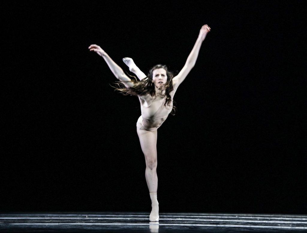 "8. S.-L.Chapman, ""The Undoing"" by K.Gee, Ballet of the State Theater Nuremberg 2021 © B.Stöß"