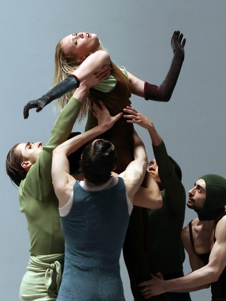 """15. L.Hepler, K.Hilli, P.Johnson, R.Valdez, and M.Esposito, """"I Feel It Too"""" by S.Verwoert, Dutch National Ballet 2021 © H.Gerritsen"""