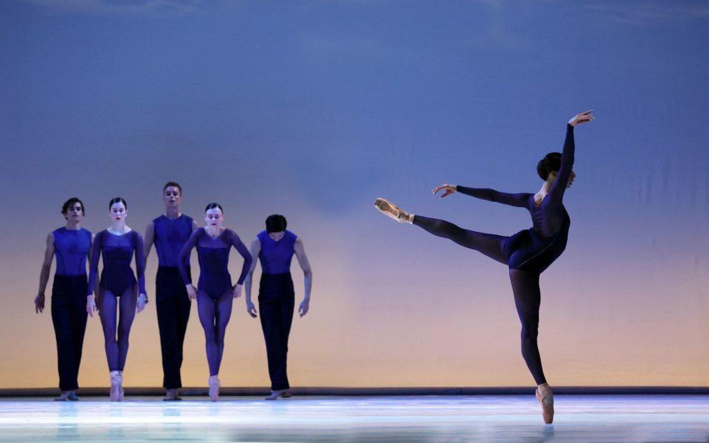 "5. W.Wijkstra (front), M.Kumar, L.Rosillo, B.Stoop, S.Quintyn, and D.Bai, ""Memento"" by W.Kuindersma, Dutch National Ballet 2021 © H.Gerritsen"