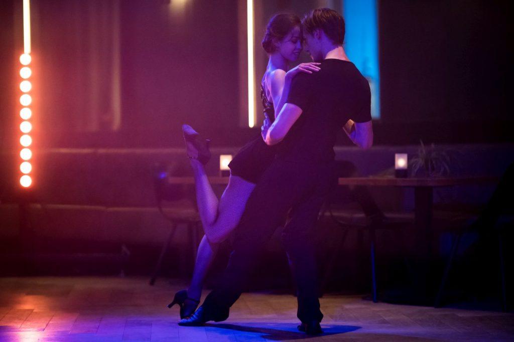 "9. B.Kuperus (Rose) and B.Erlandson (Guy entering the bar), ""Rose"" by M.Sidorova, Dutch National Ballet 2021 © M.Schnater"