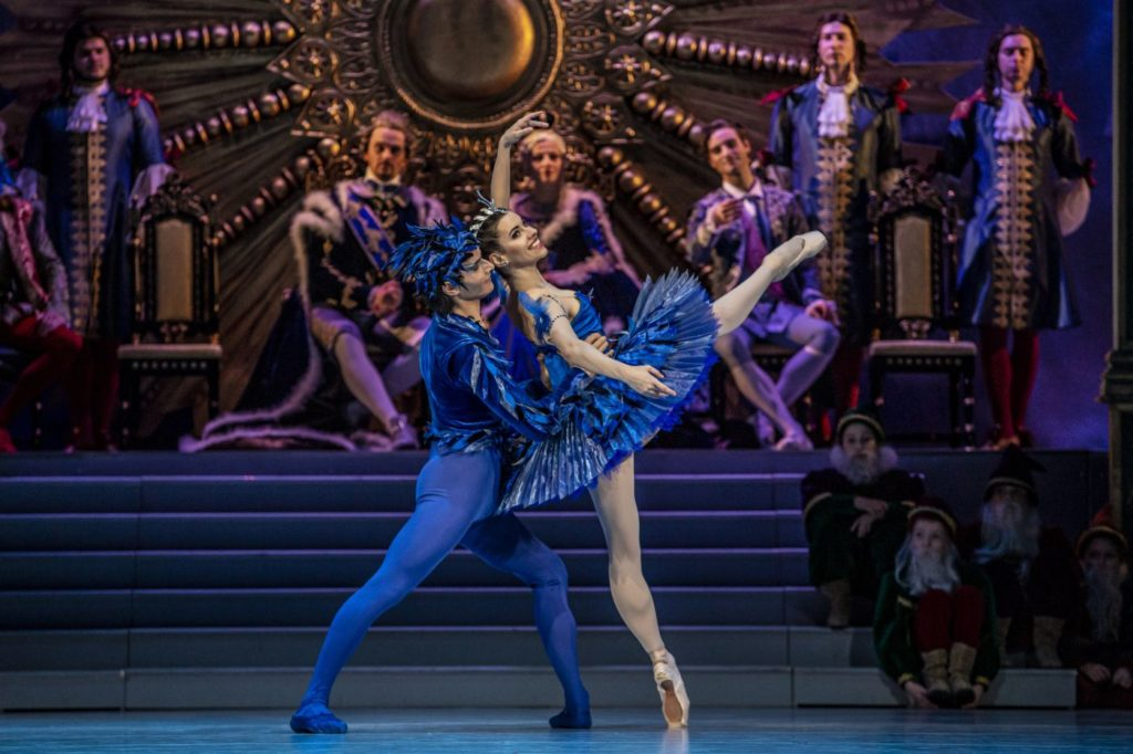 "14. P.Irmatov (Blue Bird), O.Bogoliubskaia (Princess Florine), and ensemble, ""The Sleeping Beauty"" by M.Haydée after M.Petipa, Czech National Ballet 2021 © M.Divíšek"