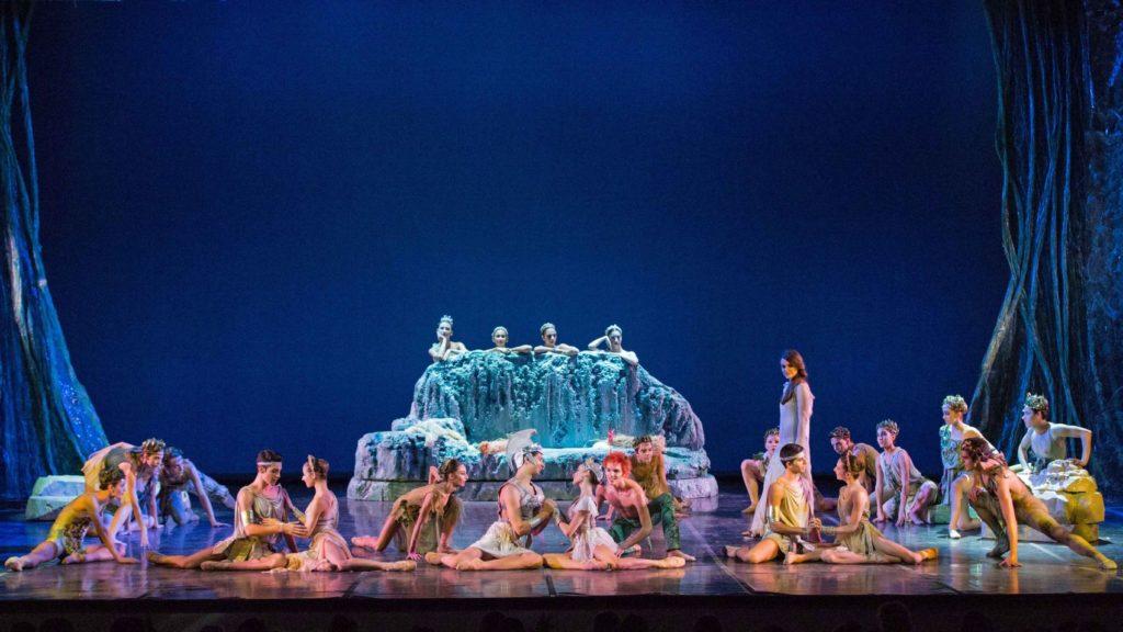 "12. G.Tomaselli (Narrator) and ballet ensemble, ""A Midsummer Night's Dream"" by A.Delle Monache, Teatro dell'Opera di Roma Ballet School 2014 © Y.Kageyama"