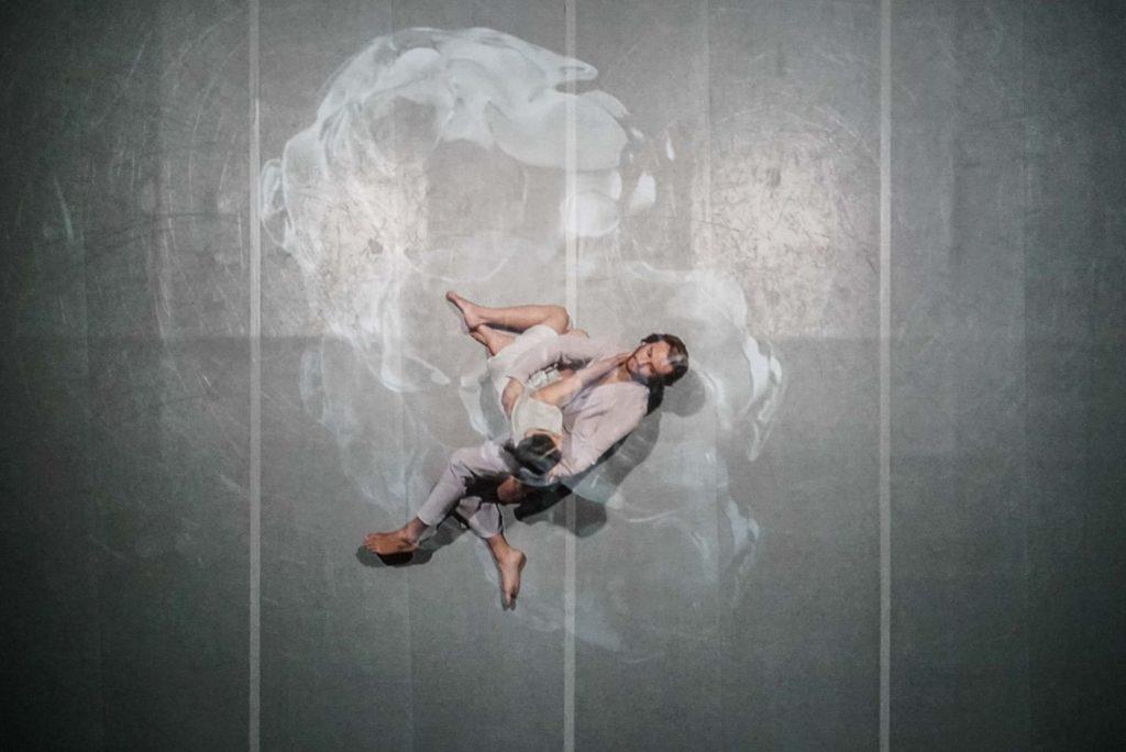 "16. A.Muelas Blanco and artist of the Dance Theater Heidelberg, ""Oscillation"" by I.Pérez, Dance Theater Heidelberg 2021 © A.Poiana"