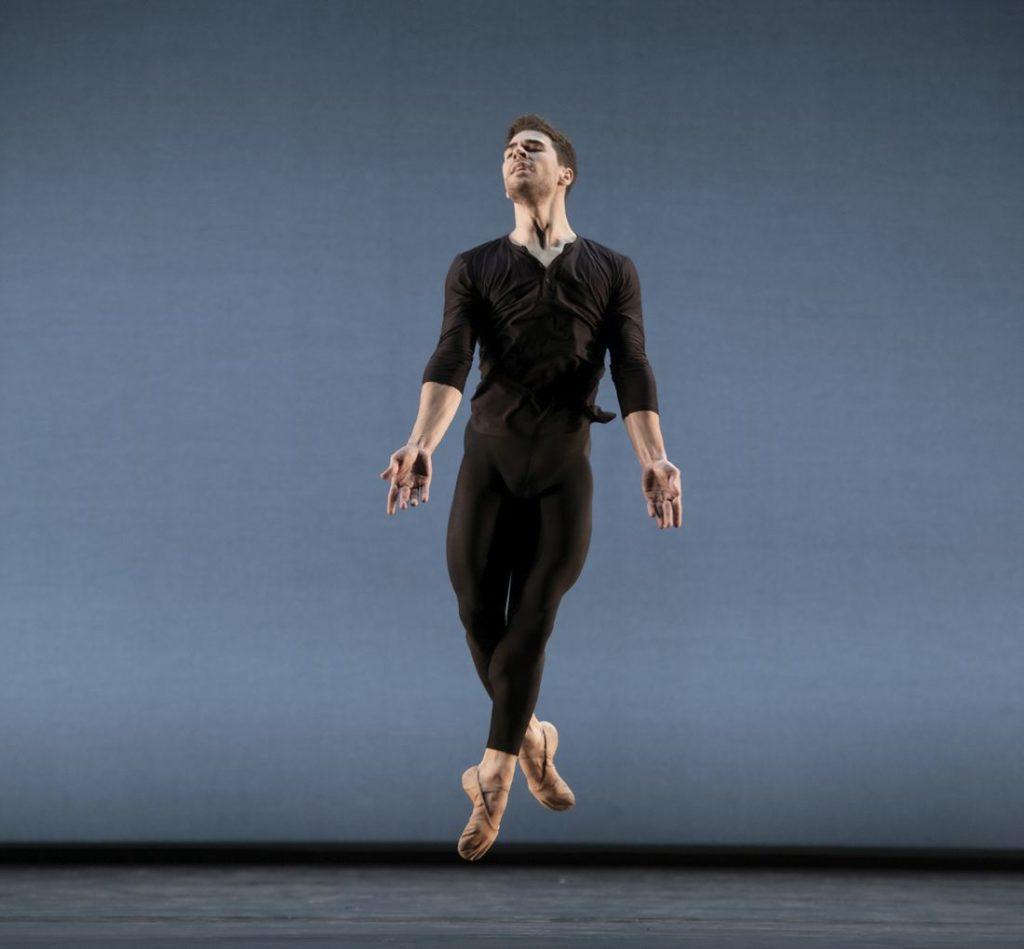 "2. G.Carvalho, ""Come In"" by A.Barton, Ballett am Rhein 2021 © B.Stöß"