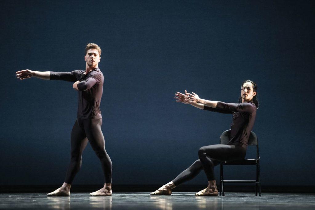 """4. G.Carvalho and D.Seo, """"Come In"""" by A.Barton, Ballett am Rhein 2021 © B.Stöß"""