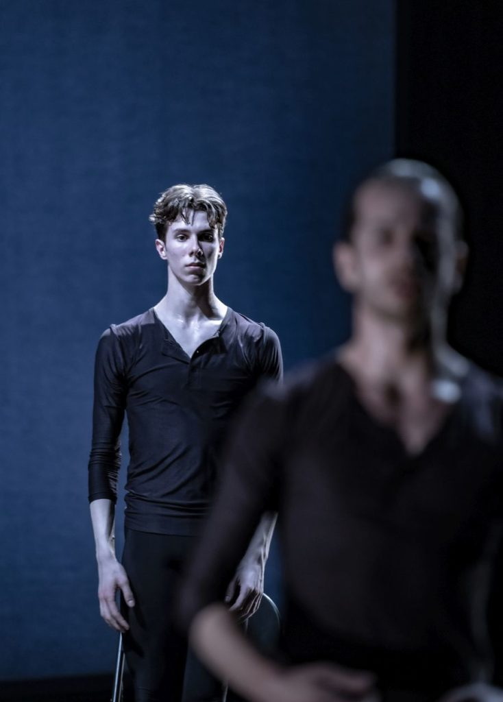 "5. D.Bonelli, ""Come In"" by A.Barton, Ballett am Rhein 2021 © B.Stöß"