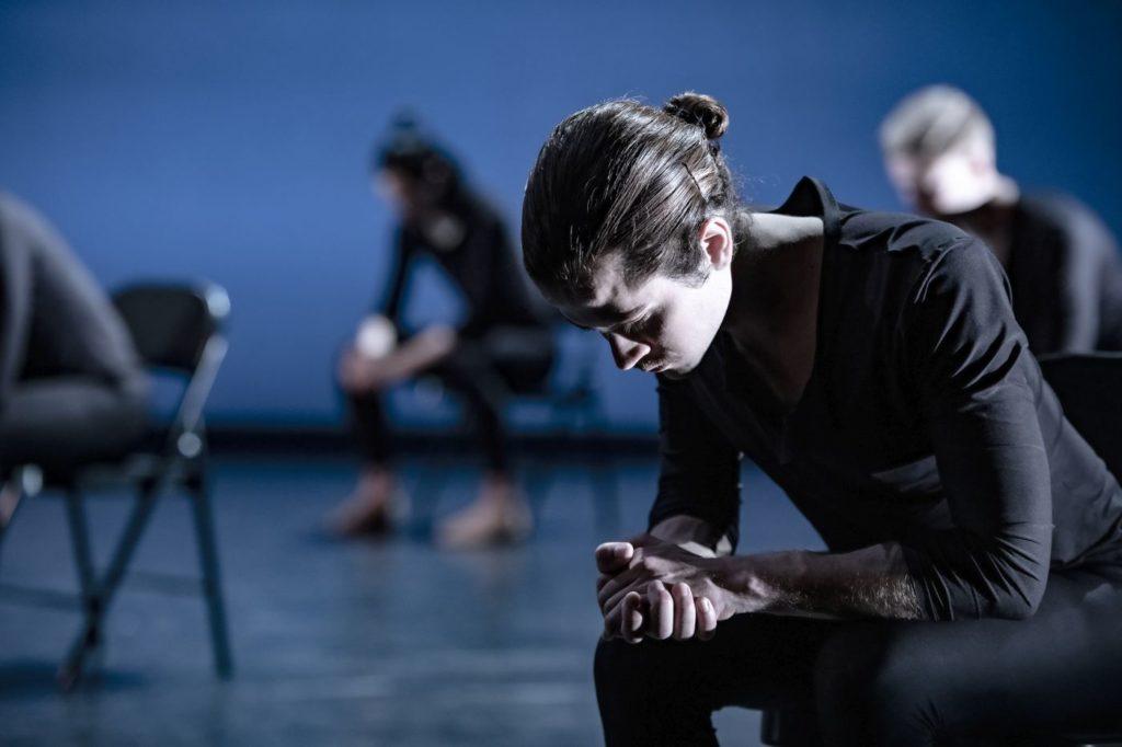 "9. P.Maricato and artists of the Ballett am Rhein, ""Come In"" by A.Barton, Ballett am Rhein 2021 © B.Stöß"