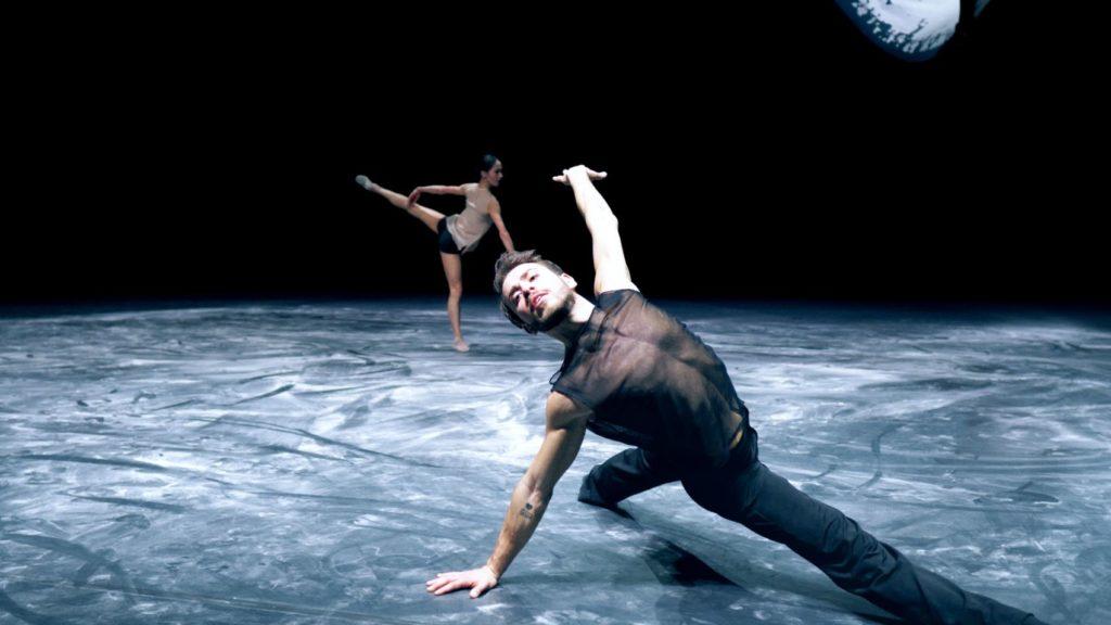 "8. B.Comak and A.Nadal, ""Cut the World"" by B.Breiner, Baden State Ballet Karlsruhe 2021 © Baden State Ballet Karlsruhe"