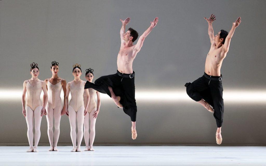 "8. S.Leverashvili, F.Eimers, Q.Liu, M.Makhateli, E.Wijnen, and Y.Gyu Choi, ""Grosse Fuge"" by H.van Manen, Dutch National Ballet 2021 © H.Gerritsen"