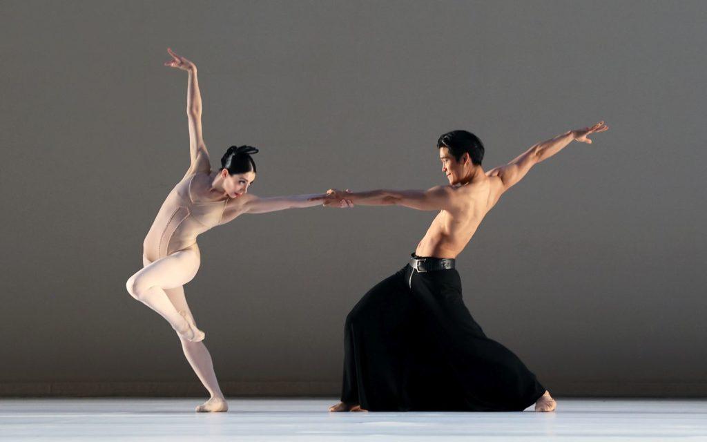 "9. M.Makhateli and Y.Gyu Choi, ""Grosse Fuge"" by H.van Manen, Dutch National Ballet 2021 © H.Gerritsen"