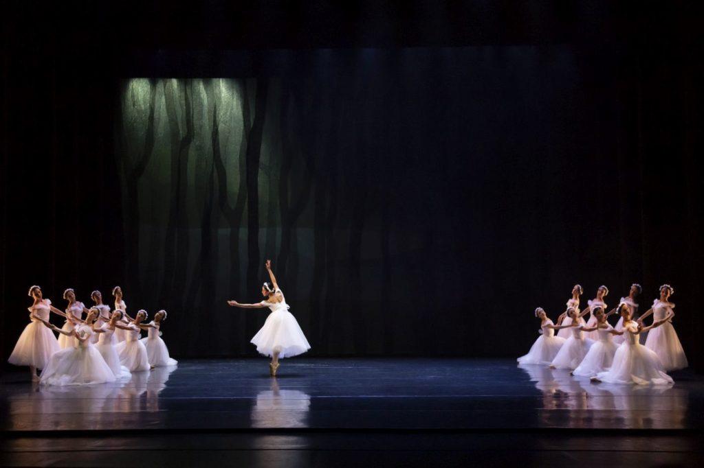 "4. Ensemble, ""Les Sylphides"" by A.Botafogo after M.Fokin, São Paulo Dance Company 2021 © F.Kirmayr"
