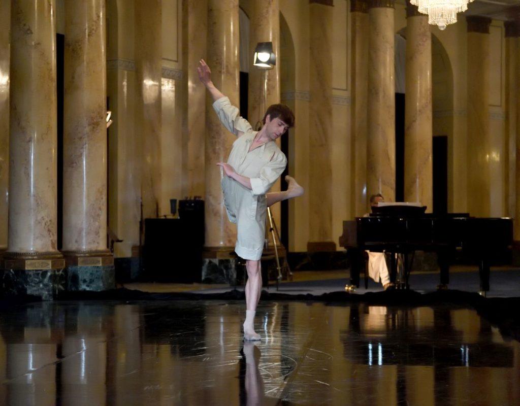 "9. F.Vogel, ""Metrof"" by S.Heller, Stuttgart Ballet 2021 © B.Weis"
