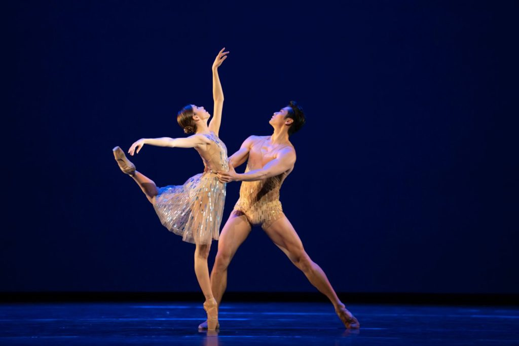 """3. Y.Naghdi and R.Hirano, """"Within the Golden Hour"""" by C.Wheeldon, The Royal Ballet 2021 © B.Cooper"""