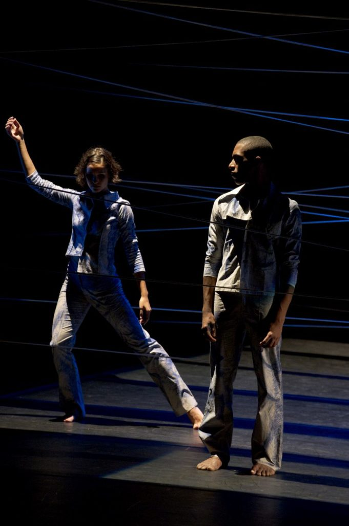 "12. A.P.Camargo and N.Souza, ""Inquieto"" by H.Rodovalho, São Paulo Dance Company 2013 © W.Aguiar"