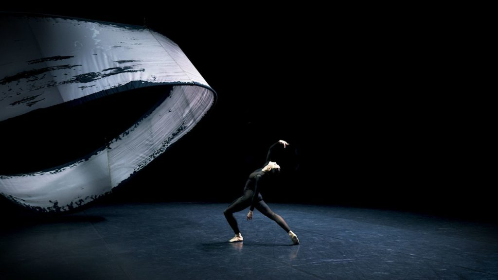 """7. C.Steitz, """"The Present Now Will Later Be The Past"""" by B.Breiner, Baden State Ballet Karlsruhe 2021 © Baden State Ballet Karlsruhe"""
