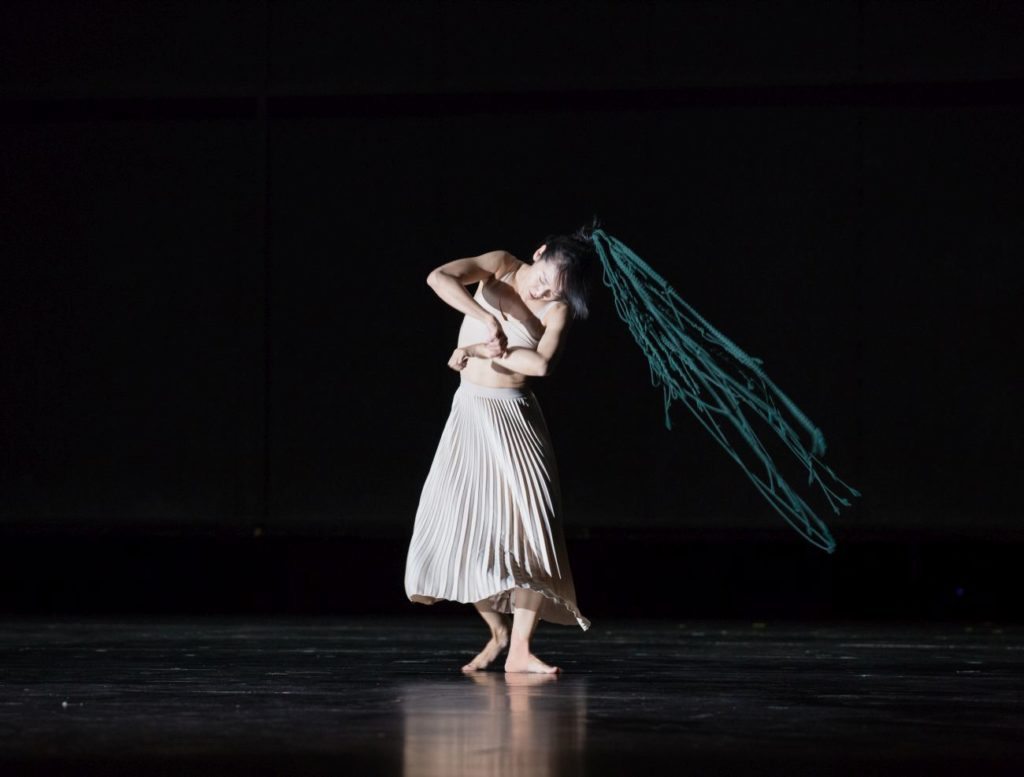 "6. T.-C.Yu, ""Sleeping Woman"" by R.Behr, Tanztheater Wuppertal Pina Bausch 2021 © E.Rodoulis"
