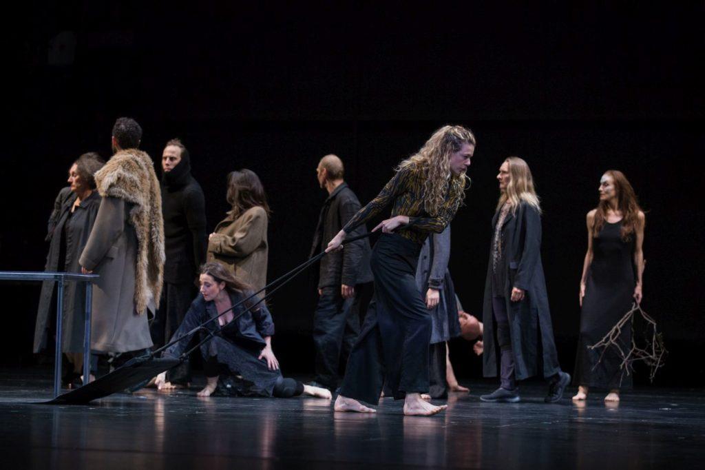 "9. Ensemble, ""Sleeping Woman"" by R.Behr, Tanztheater Wuppertal Pina Bausch 2021 © E.Rodoulis"