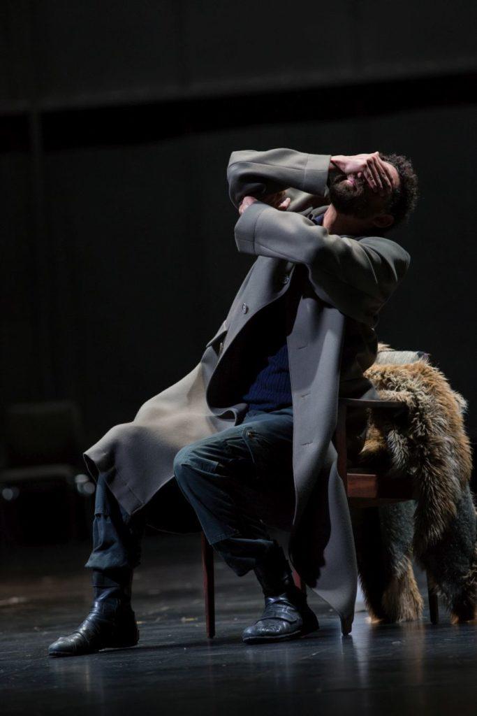 """4. J.Fredrickson, """"Sleeping Woman"""" by R.Behr, Tanztheater Wuppertal Pina Bausch 2021 © E.Rodoulis"""