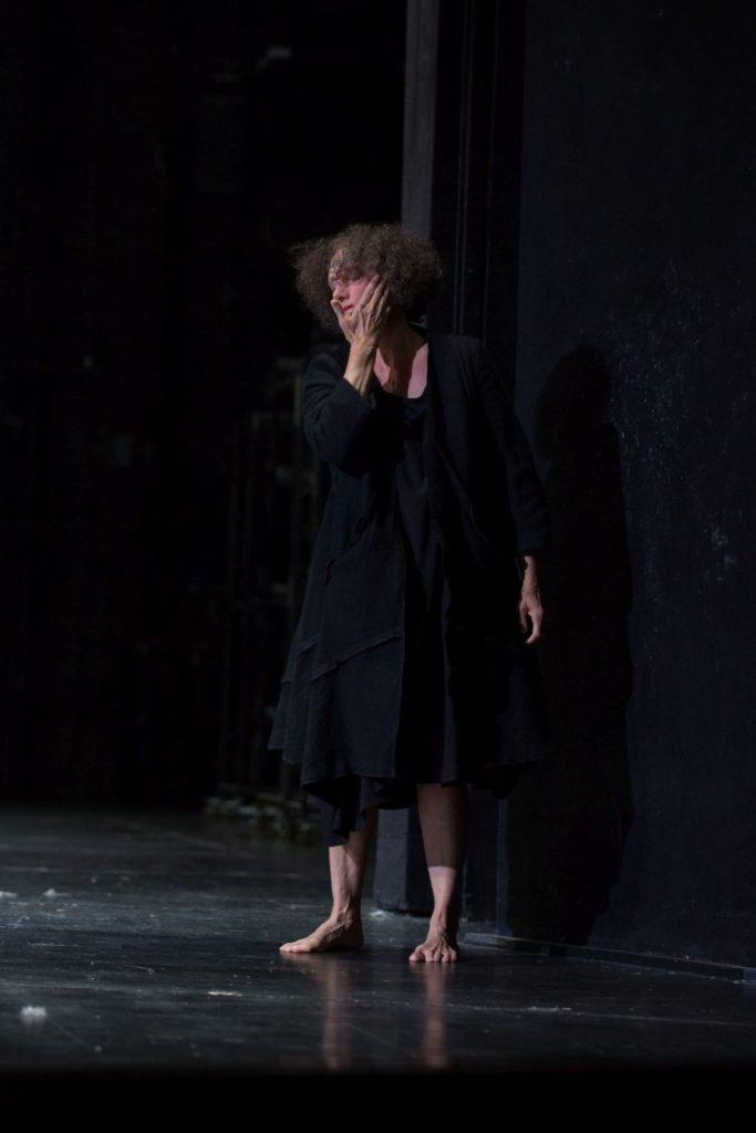 "5. N.Panadero, ""Sleeping Woman"" by R.Behr, Tanztheater Wuppertal Pina Bausch 2021 © E.Rodoulis"