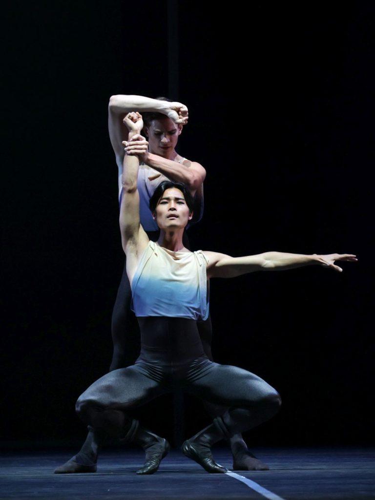"""8. Y. Gyu Choi and J. Feyferlik, """"7th Symphony"""" by T. van Schayk, Dutch National Ballet 2021 © H. Gerritsen"""
