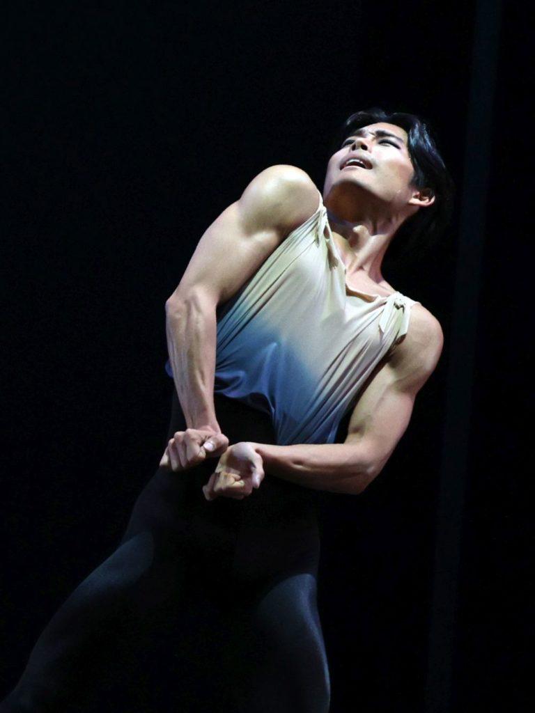 "7. Y. Gyu Choi, ""7th Symphony"" by T. van Schayk, Dutch National Ballet 2021 © H. Gerritsen"