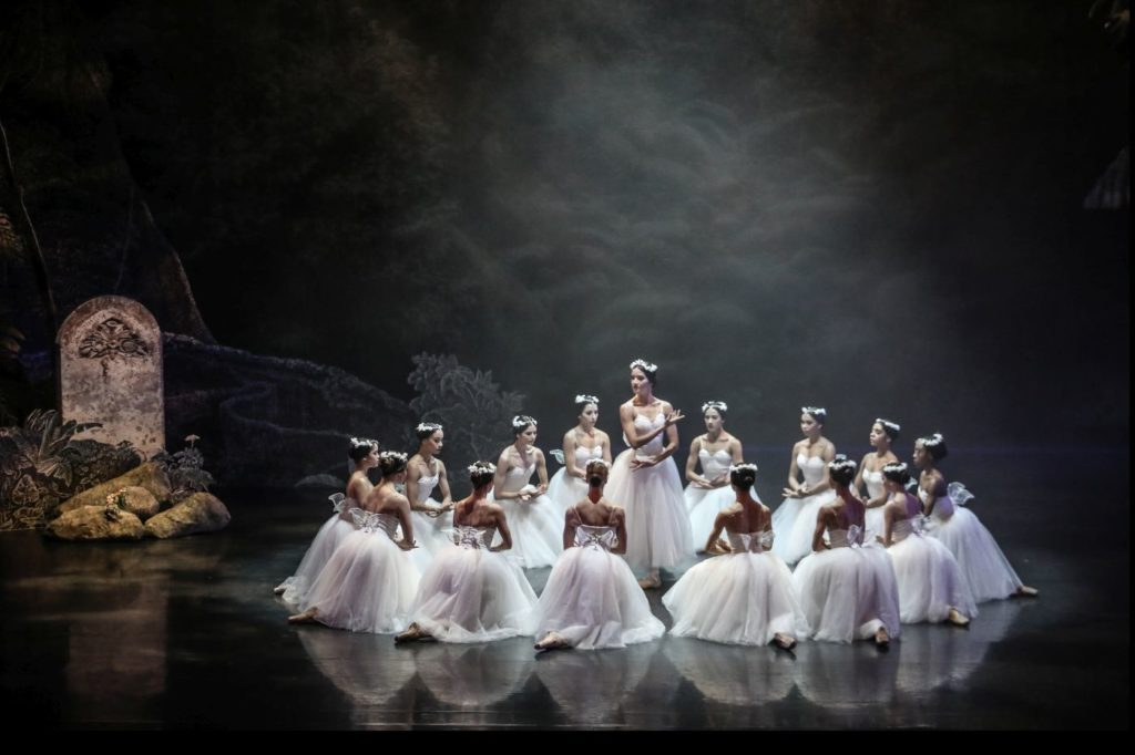 """3. B.Paulino (Myrtha) and ensemble, """"Giselle"""" by L.van Cauwenbergh after J.Coralli and J.Perrot, São Paulo Dance Company 2021 © C.Lima"""